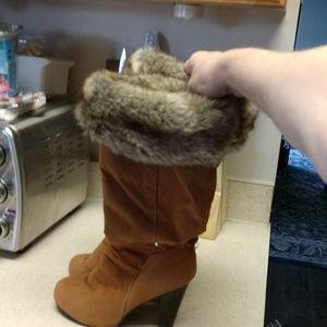 Faux fur/suede boots w/heel.sz.7,good condition